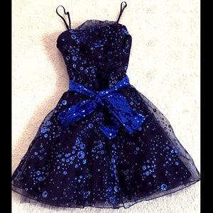 UN DEUX TROIS Girls 10 BLUE GLITTER BLACK DRESS